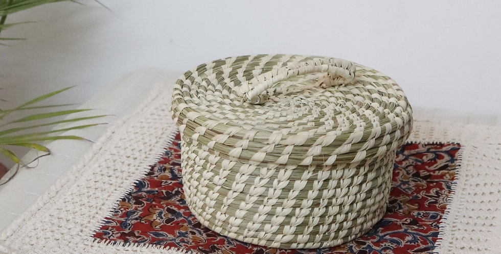 Sustainable Handmade Sabai Grass Box with lid