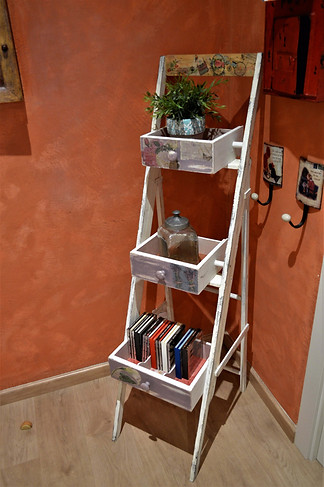 ESTANTE  ESCALERA CAJONES (90€)