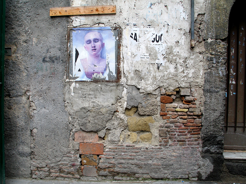 Unbearable ecstacy buried in the back streets of old Naples
