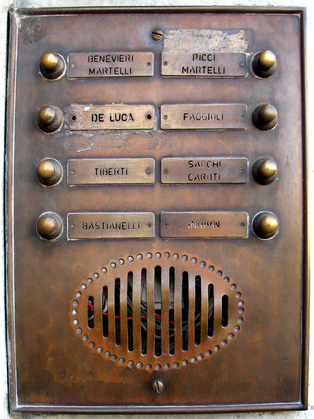 Communication panel with a real Art Deco / Buck Rogers / steampunk vibe.