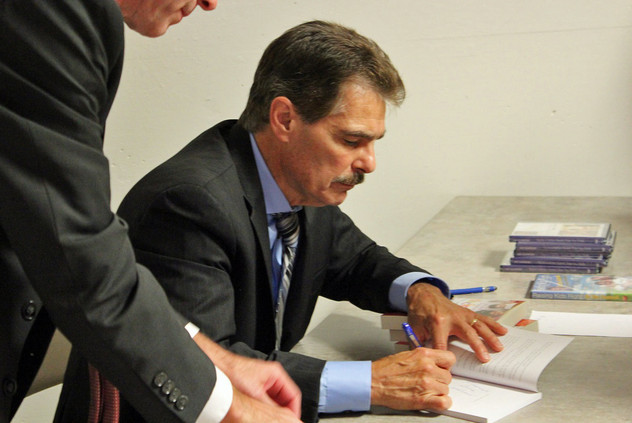 Dr Ray BookSigning.jpg