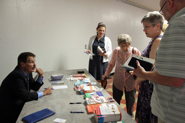 Dr Ray talking to book signers4.jpg