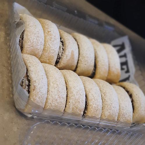 עוגיות פריכות במילוי תמרים