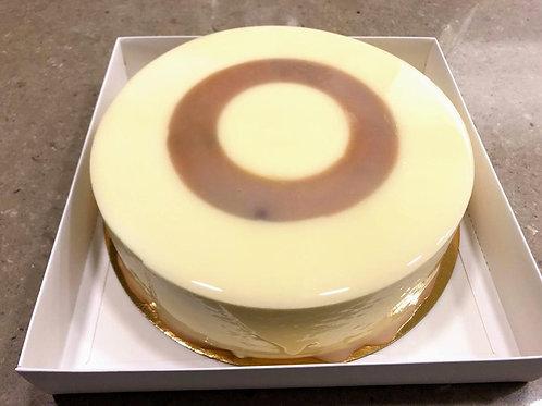 עוגת מוס שוקולד לבן עם פסיפלורה וקוקוס