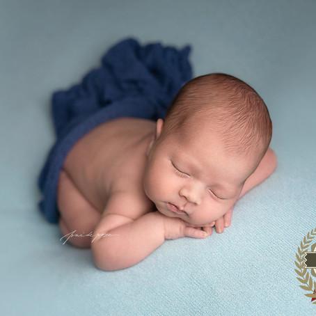 Dolofanul somnoros - sedinta foto nou-nascut (Bucuresti)