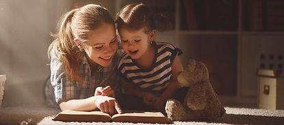 slce19 maman lisant pour sa fille.jpg