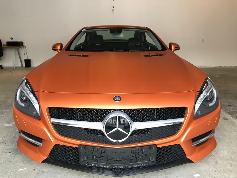 Mercedes Benz SL mit Matte Metallic Blaze Orange Folierung