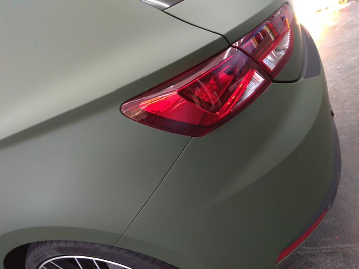 Seat Leon in Army Green Folierung