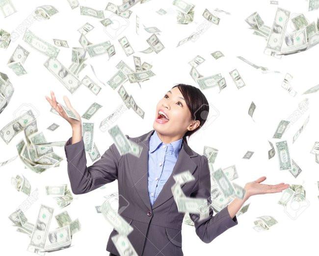 donna sorride denaro