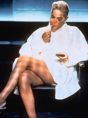 Sharon Stone fuma Basic Instinct