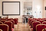Notre salon, la Suite Longchamps, se prête parfaitement à vos réceptions les plus prestigieuses: exposition, défilé, journée de travail, séminaire, conférence, showroom, lancement de produit, etc.