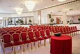Le Salon Étoile se prête parfaitement à vos réceptions les plus prestigieuses: exposition, défilé, journée de travail, séminaire, conférence, showroom, lancement de produit, etc.