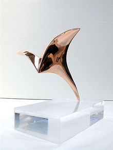 Uccello: polished bronze-H22.5x 22x27cm\