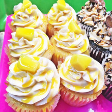 Mango Rum and Raspberry Cheesecake Cupcakes😍 Made with fresh fruit! #mango #mangocupcakes #raspberry #raspberrycheesecake #cupcakes #bakedfr