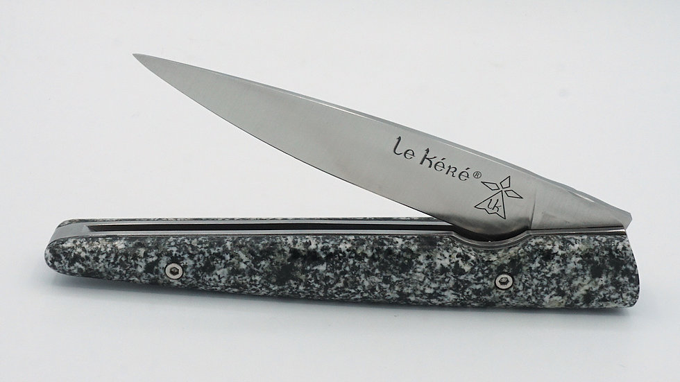 Couteau Pliant en Pierre de Kersantite