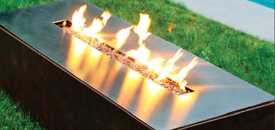 Linear burners for outdoor use