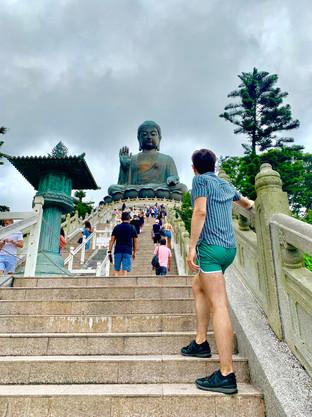 Cometan at the Tian Tan Buddha