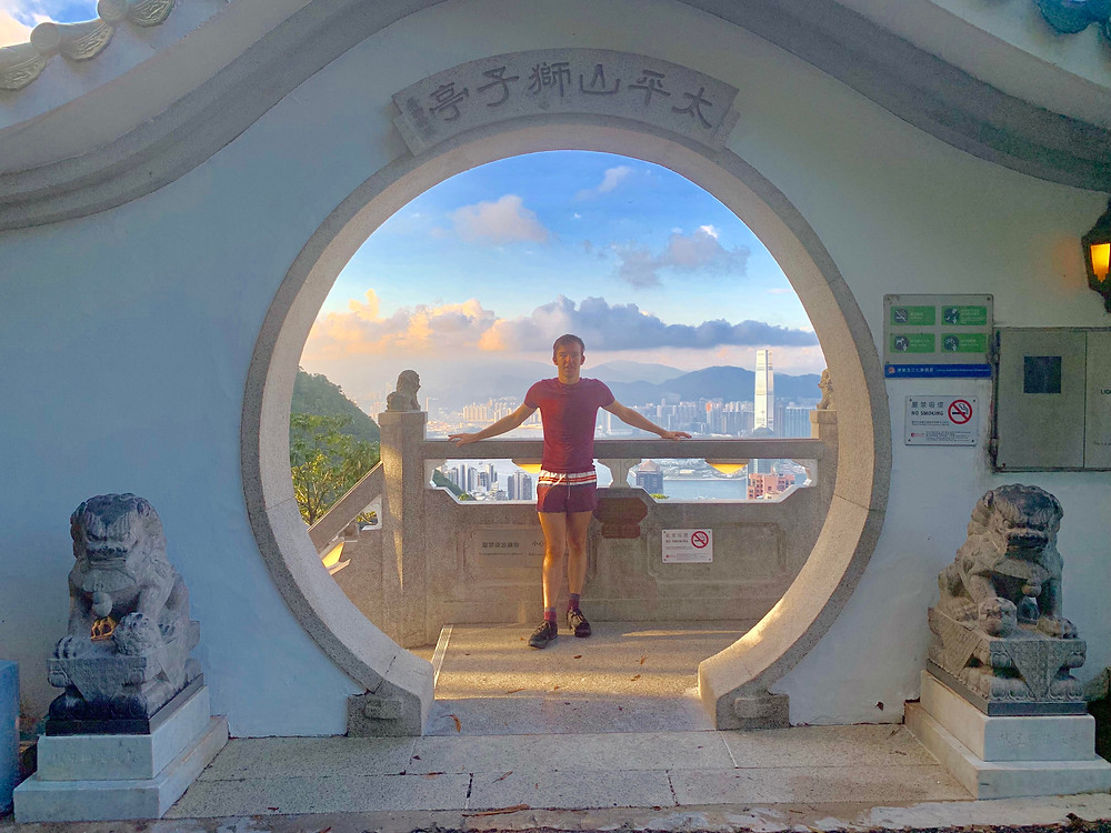 Cometan went to Hong Kong and visited Victoria Peak