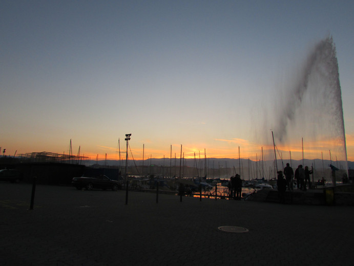 Sun Setting Over Lake Geneva Fountain