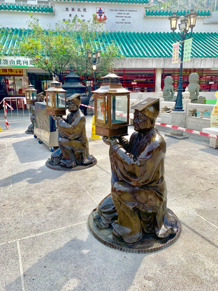 Lantern Statues in Taoist Temple visited by Cometan in August 2019
