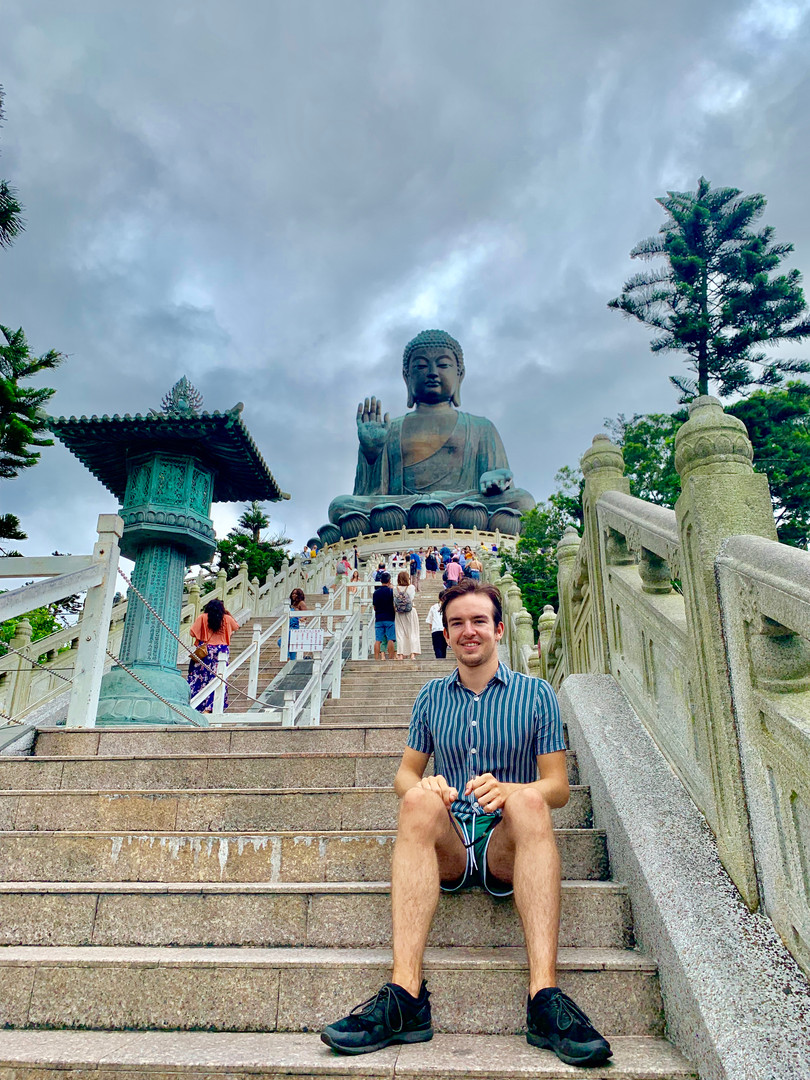 Cometan and the Tian Tan Buddha