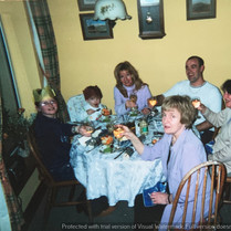 Cometan At Christmas With His Family.jpg