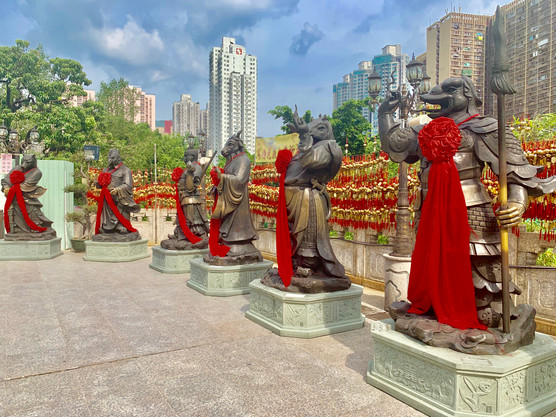 Statues of the Taoist Temple by Cometan