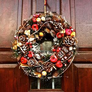 festive-wreath_11439352585_o.jpg