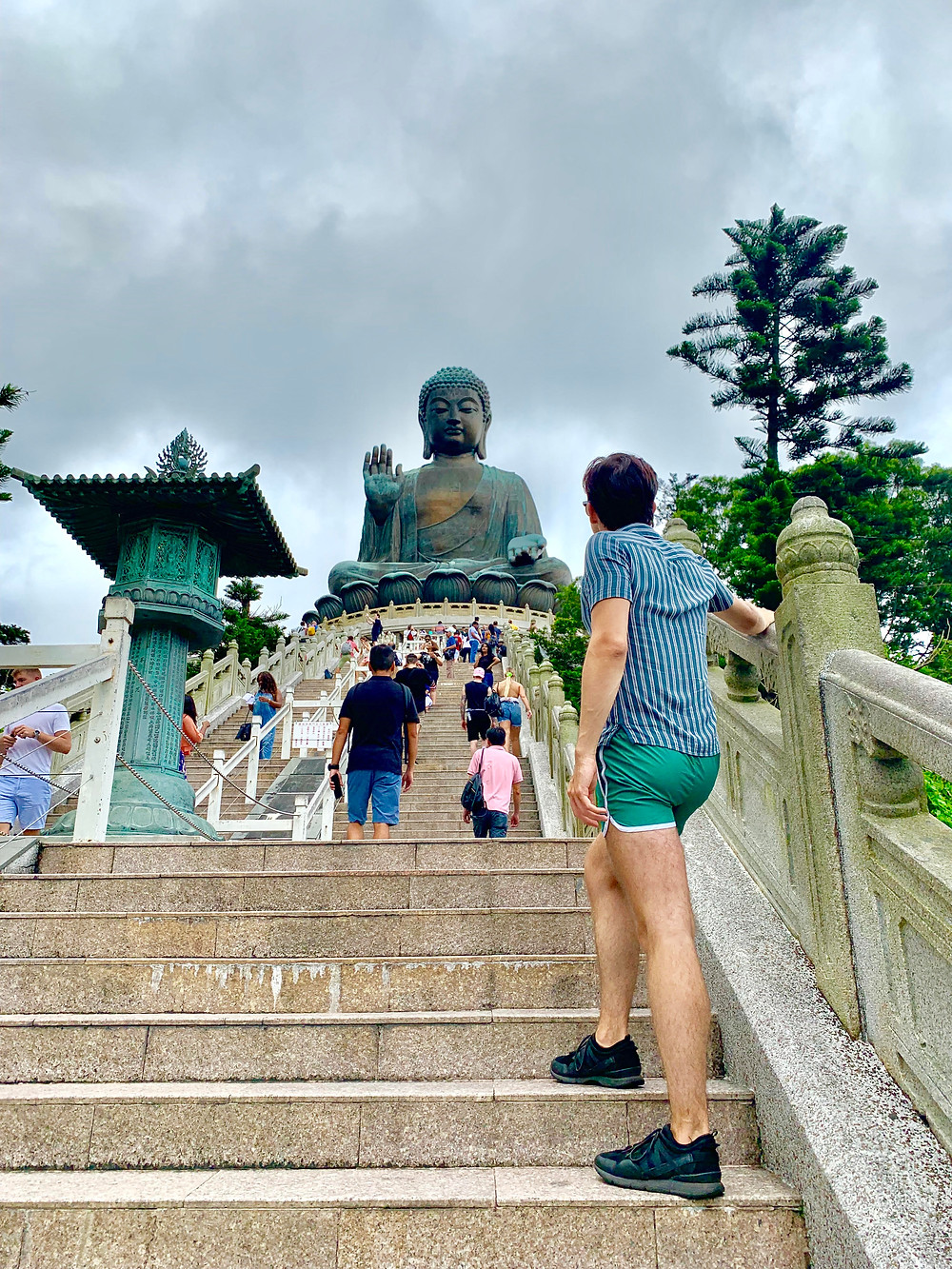 Cometan travelled to Lantau Island in Hong Kong to the Po Lin Monastery and visited the Tian Tan Buddha.
