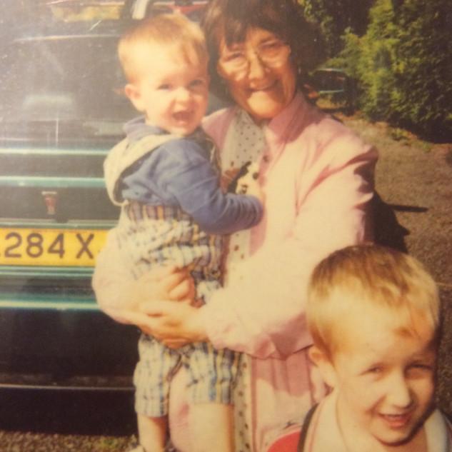 Grandmother & Cousin of Cometan.jpg