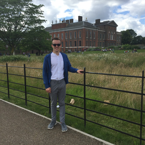 Cometan Outside Kensington Palace During A London Trip For His 18th Birthday