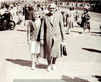 Grandma with her grandma.jpg