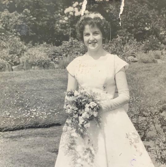 Beautiful Dress of Grandmother of Cometa