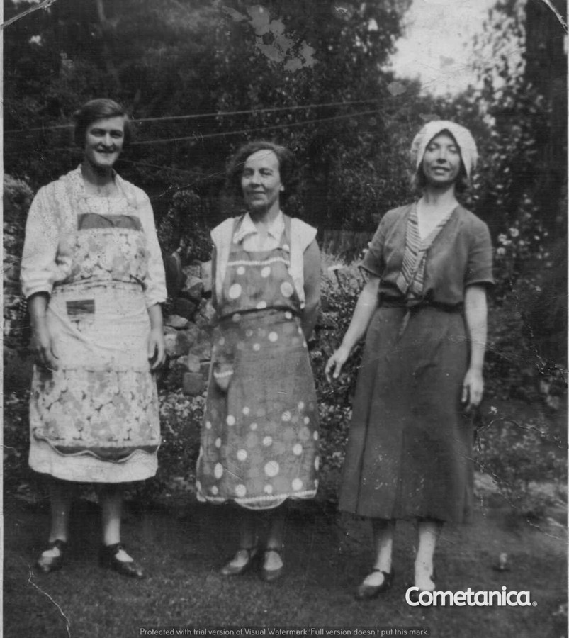 Mary Warbrick (left), Maternal Great-Grandmother of Cometan