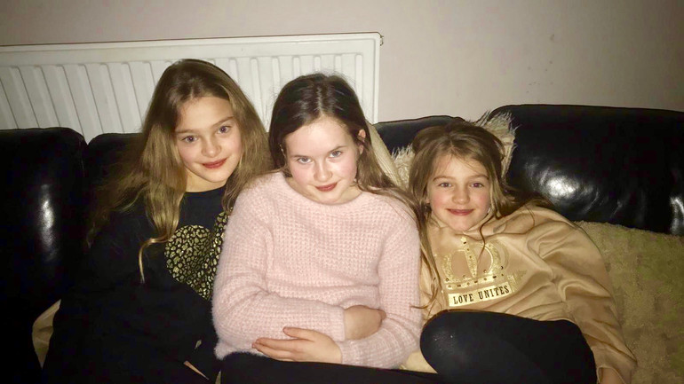 Edie & Zara Taylorian with Charlotte Sophia, the three younger sisters of Cometan