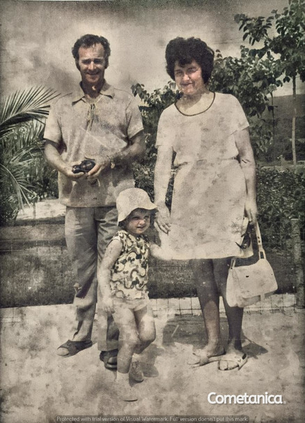 Louise, mother of Cometan with parents on holiday (Colourised)