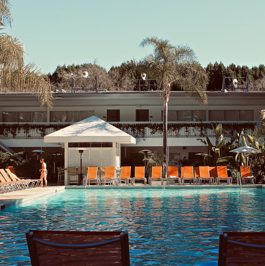 shining-swimming-pool_16914609940_o.jpg