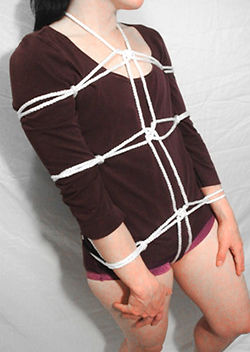 RosazulBDSM - Tutorial Shibari - Arnés de brazos pegados al cuerpo