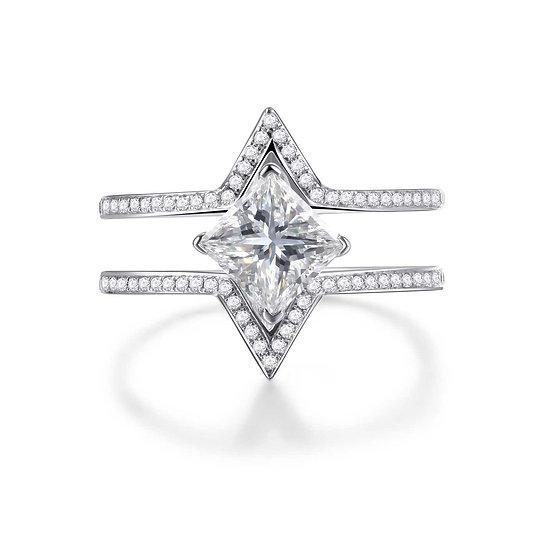 Maya Yuen - Delta La Louvre ring (Princess)