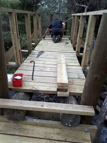 Progress on new Wairoa Stream footbridge