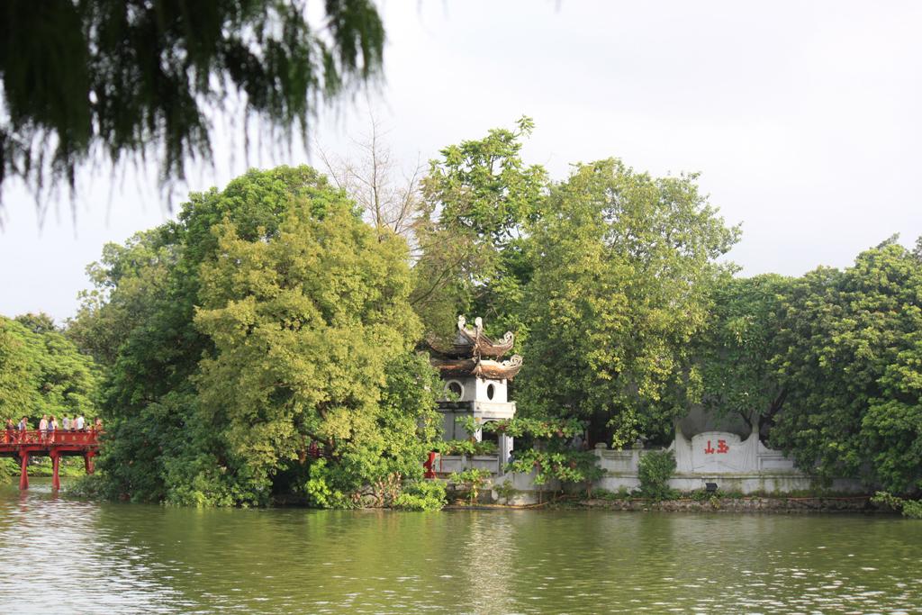 il lago della spada restituita
