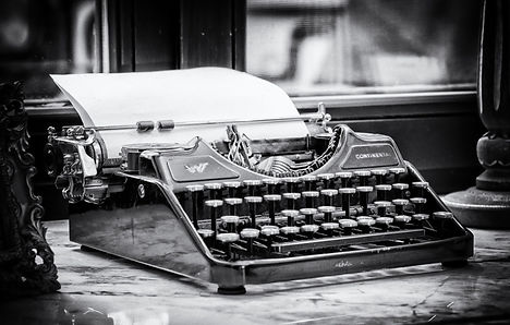 typewriter-3711589_1920.jpg