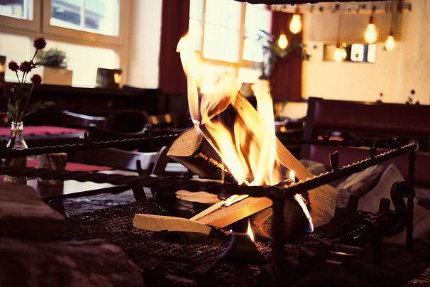 Flammkuchen am Kamin Feuer