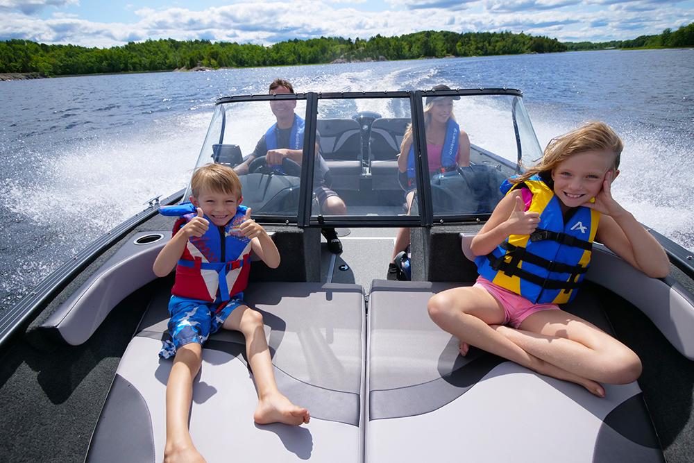 F17-Lifestyle-CruisingInBoat2-L