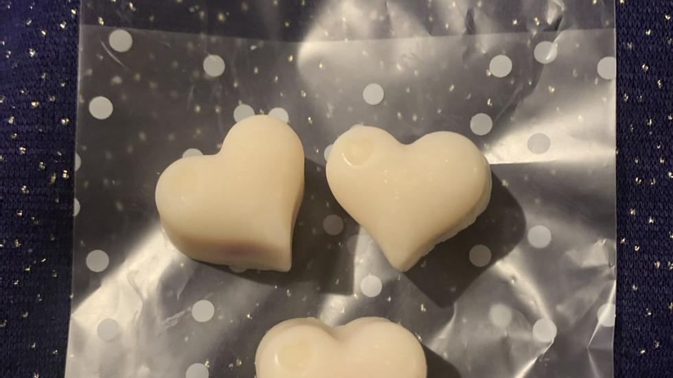 Snow Fairae fragrance Bleeding 🩸 hearts ♥️ soy wax