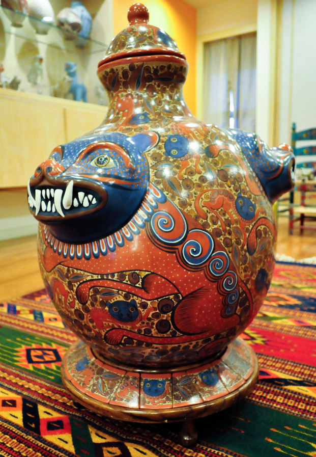José Luis Cortez (Tonalá, Jalisco, Mexico). Blue Nagual Urn. Ceramic.