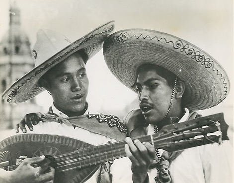 James Sawders & Charles Phelps Cushing. Cantantes (singers), Uruapan, Michoacán,1940.