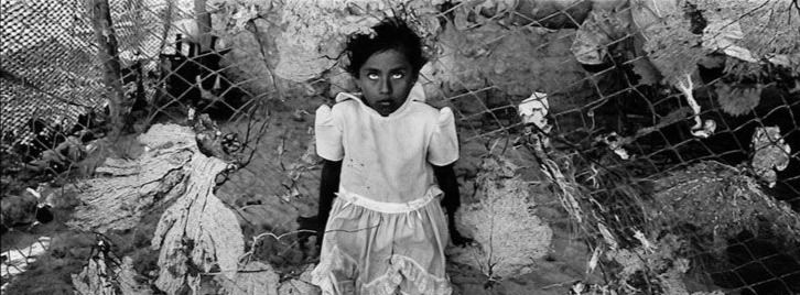 Eniac Martínez (Mexico City, México). Majahual, Quintana Roo, from the series Litorales. Gelatin silver print, 1999.