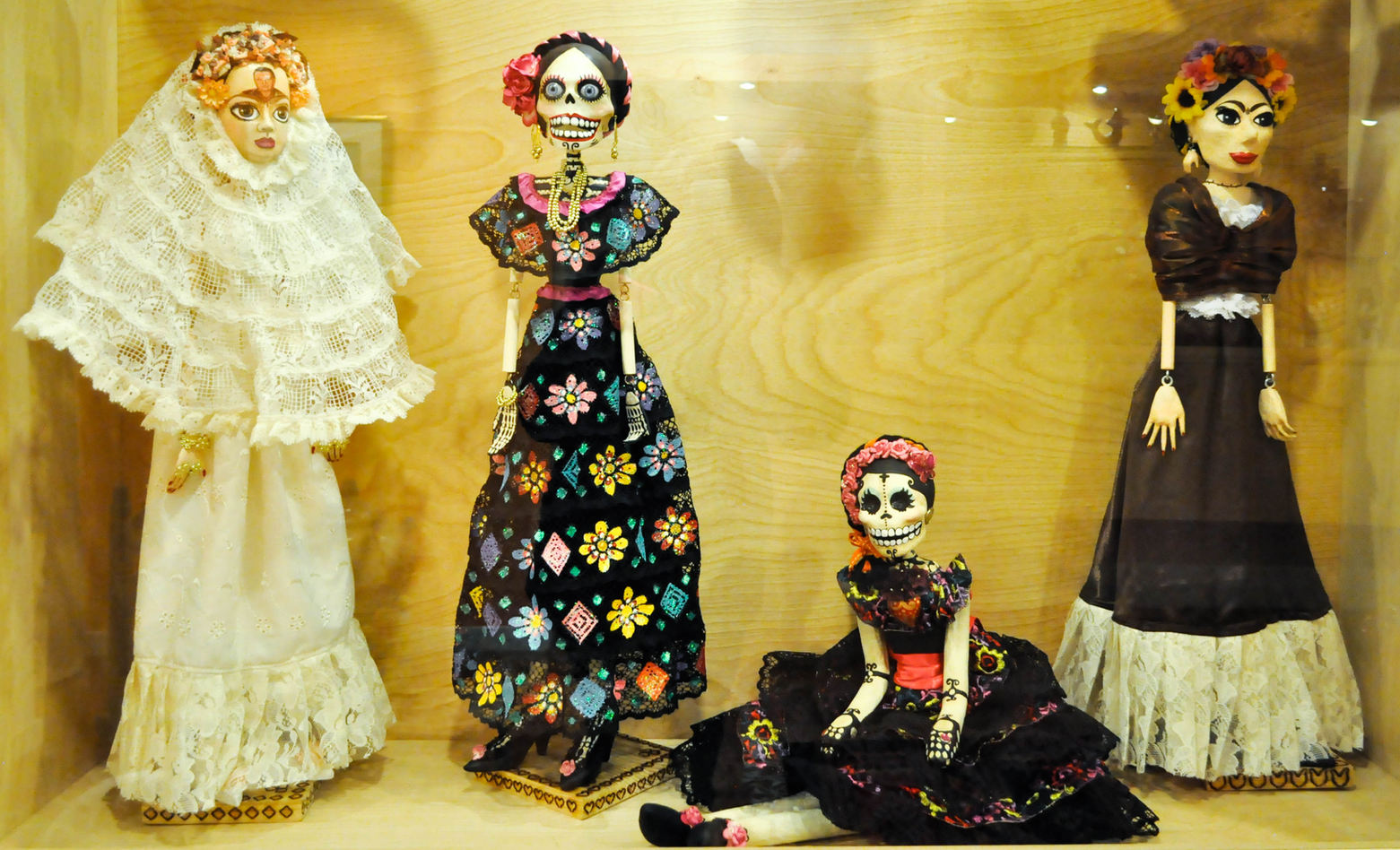 Cristina González (México City, México), Mixed Media Dolls. 2012.