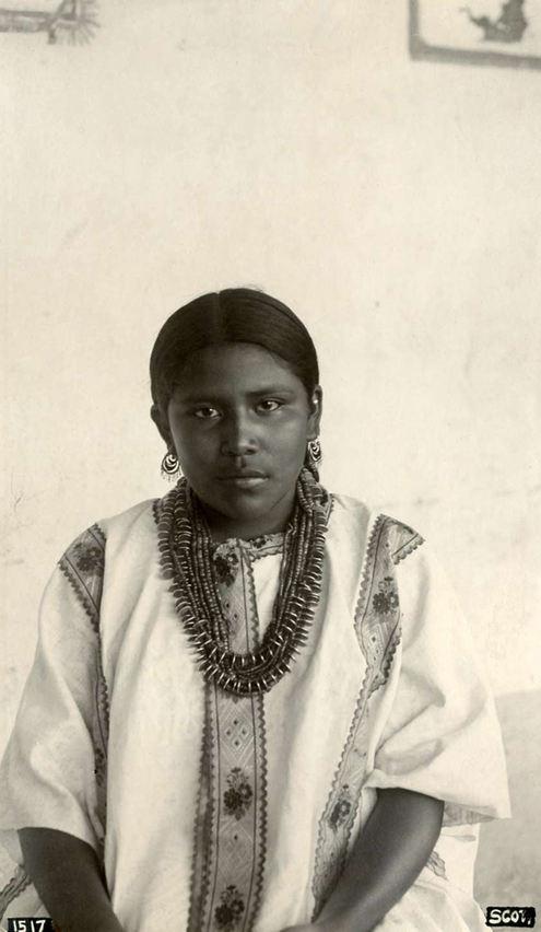 Unknown vintage Portrait (México).